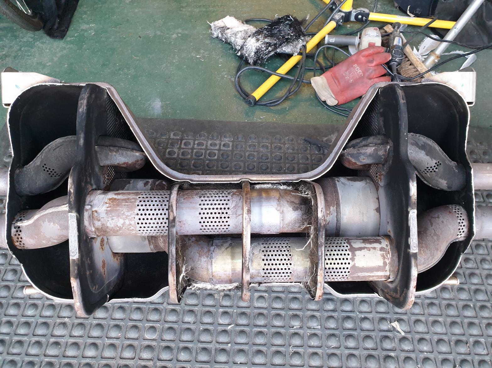 Depacking Stock V8 Exhaust.-20190330_172031.jpg