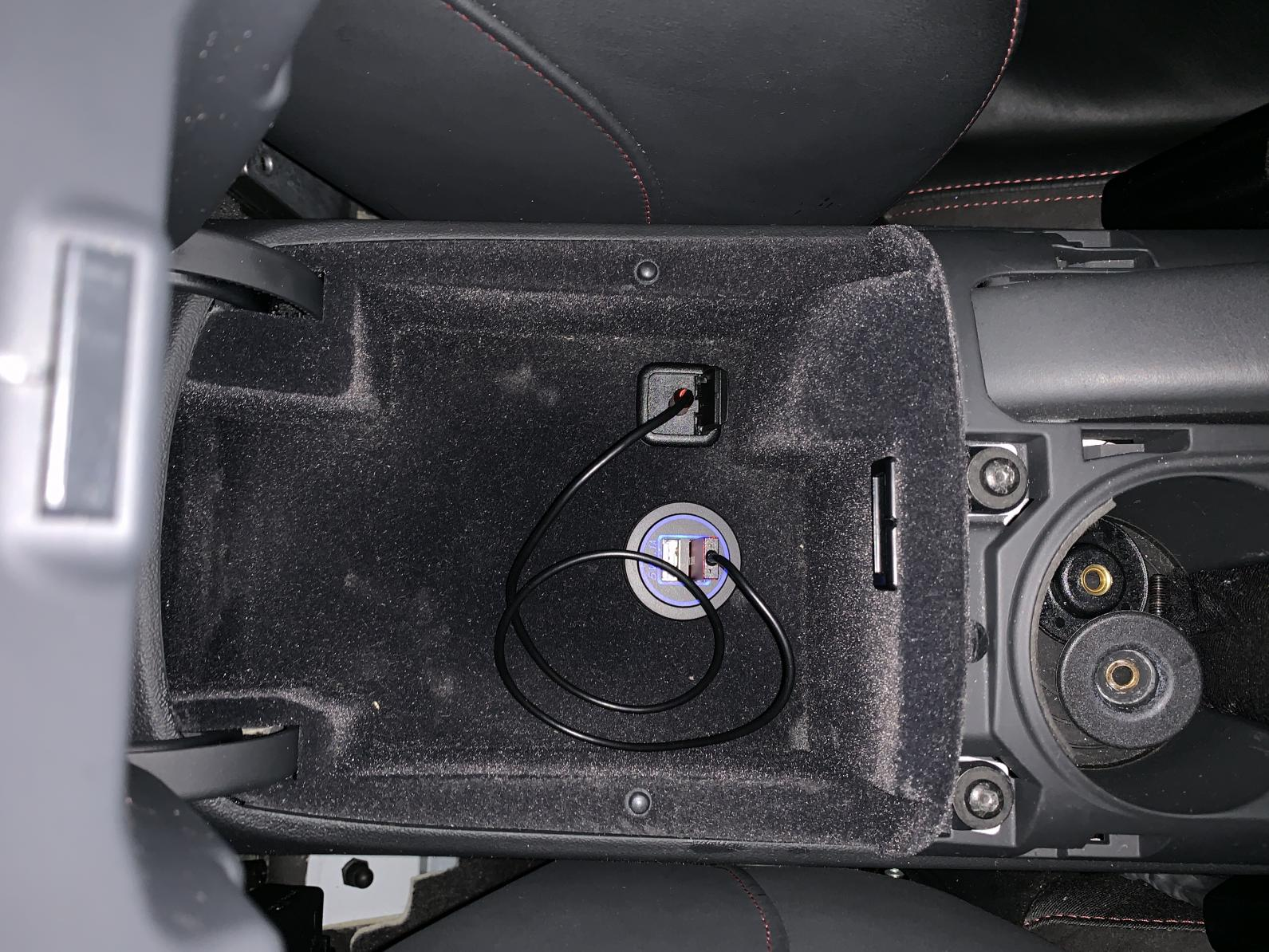 Is there a switched 15 amp fuse behind the seats?-img_1450-1-.jpg