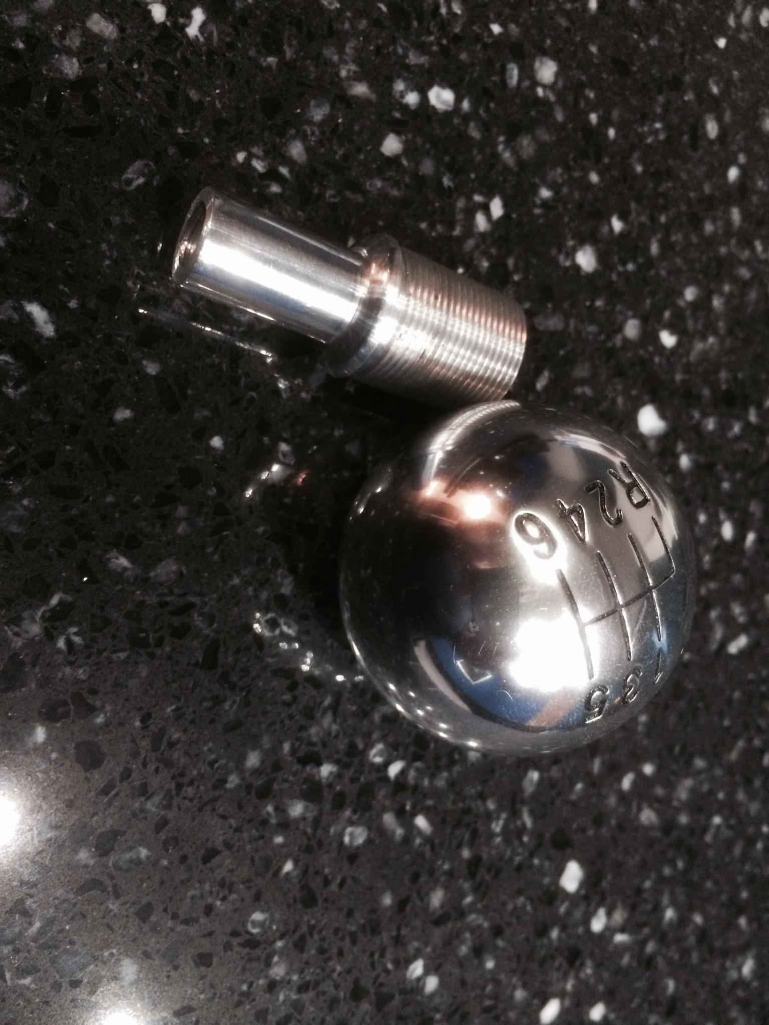 Gallardo shift knob on manual transmission R8?-knob1.jpg